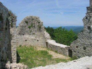 Les Dames de Pierre dans Mythologie/Légende ruines-300x225