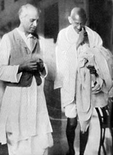 La pensée de Gandhi dans APPRENDS-MOI 220px-gandhi_nehru_1929