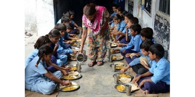 6138594-inde-la-gratuite-des-repas-pour-scolariser-les-pauvres-malgre-des-problemes-d-hygiene